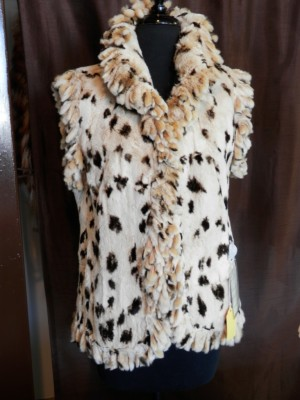 """Beige Spotted Sheared Rex 25"""" Rabbit Vest with Fringe3"""
