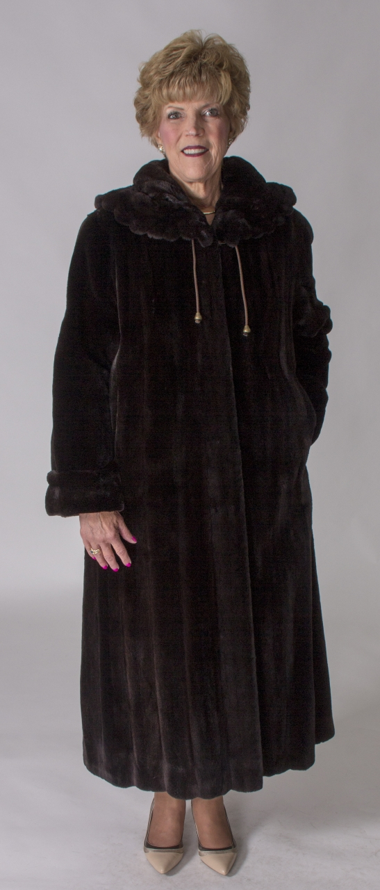 """8a1b5d565994c Dark Brown Letout Sheared 52"""" Mink Coat with Large Gathered Scallop Design  Collar – size 16"""